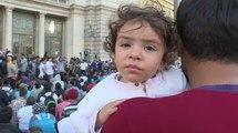 Budapest: les migrants se réveillent devant la station de train