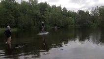 Un hoverboard propulsé par une turbine permet de voler au dessus de l eau