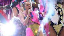 (VIDEO) Miley Cyrus DISSES Kanye West, Shares Joint With Media | MTV VMA 2015