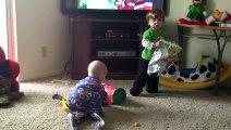 ✔Baby play video Funny video of baby p3 des films drôles de bébé