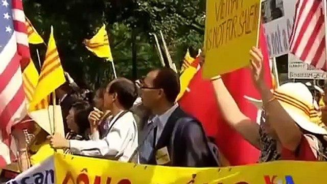 Biểu tình chống Trương Tấn Sang, đòi nhân quyền cho VN trước Tòa Bạch Ốc