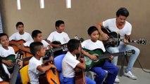 Ricardo Arjona visita escuela Fundación Adentro