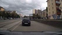 03/09/15 ДТП на Уралмаше Hyundai заскочил на ВАЗ и раздавил его