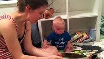Le bébé qui n'aime pas, mais alors pas du tout qu'un livre se termine