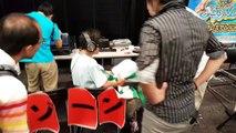 Un jeune japonais teste le sexe virtuel avec l'Oculus Rift
