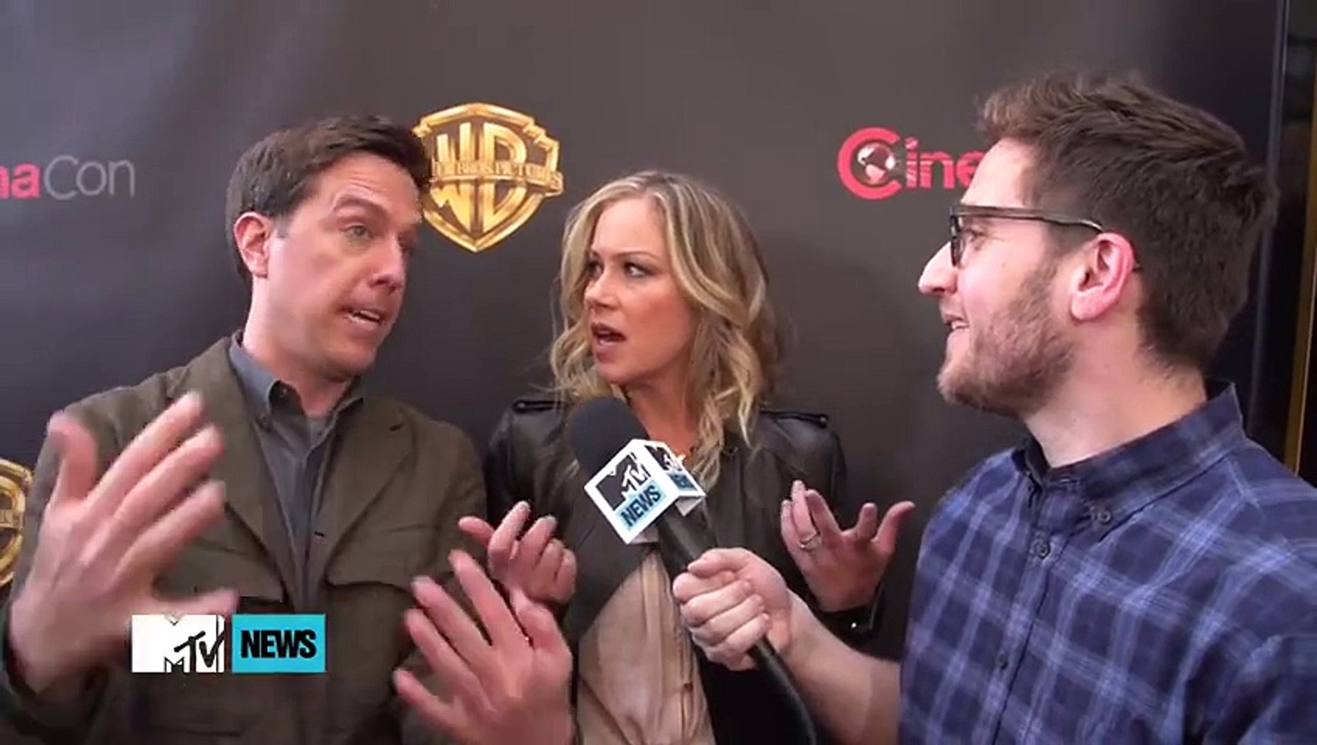 Christina Applegate & Ed Helms on Chris Hemsworth & 'Vacation'  MTV News