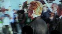 Fan in delirio per il leader degli U2 Bono all'Expo