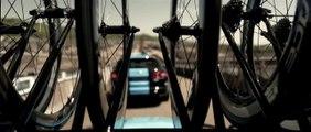 Chris Froom le premier homme à vélo sous la manche - Team Sky x Jaguar