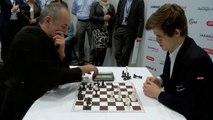 Deux pros des échecs s'affrontent pour une partie ultra rapide