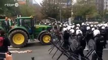Belgique : Un tracteur force un barrage de police