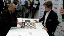 Incroyable blitz game aux échecs du champion Magnus Carlsen