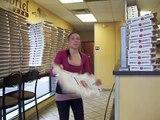 Cette fille est la boss des boîtes à pizza