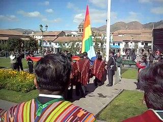 Izamiento de la bandera del Peru y Cusco (hinno nacional)