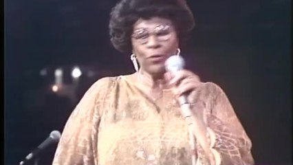 Ella Fitzgerald, Count Basie Orchestra - I Get A Crush On You