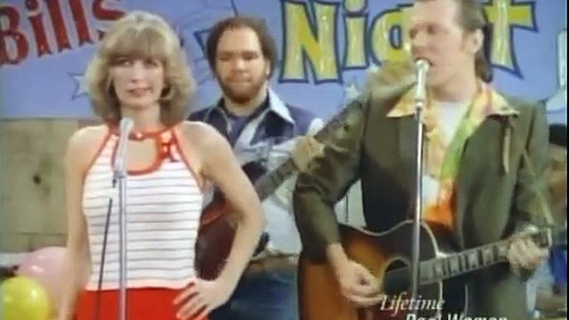 """Laverne & Shirley - Laverne and Lenny sing """"The Look"""""""
