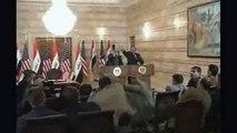 Shoes thrown at President Bush - reportero lanza zapato a bush