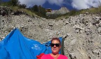 14 wingsuiters passent à quelques mètres d'une femme