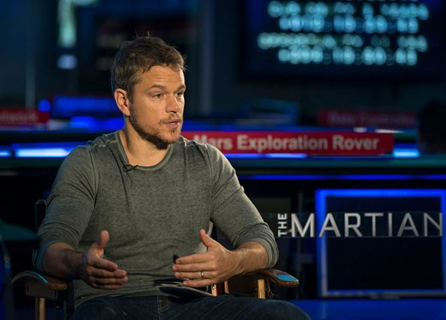 Thrills, humor help lure Damon back into space for 'The Martian'