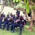 GHANA POLICE MAN MAKES FUNNY MOVES. must watch