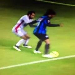Ronaldinho awesome scoop turn panna!
