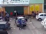 Off-duty cop stops looters from looting a convenience store