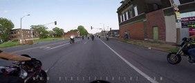 Un biker en Harley Davidson s'éclate contre un poteau électrique en roulant sur le trottoir!