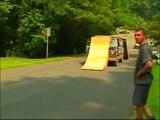 Un trick en BMX impossible... Il pensait vraiment atterrir sur la rampe???