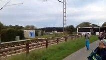 Un train percute un bus scolaire