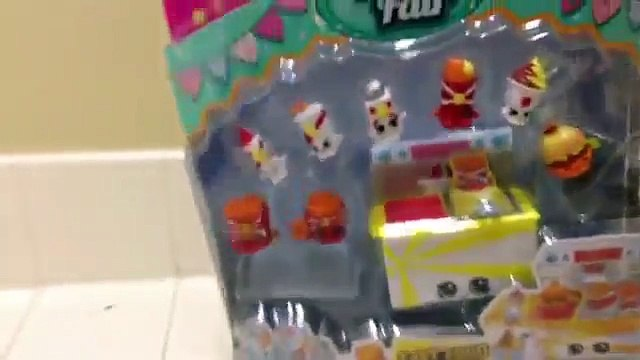 Opening a fair food shopkins pack