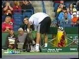 Le tennisman russe Marat Safin s'énerve