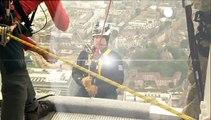 Le prince Andrew descend la plus haute tour d'Europe en rappel