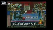 Lucha Libre Wrestler breaks his leg in a disgusting accident!