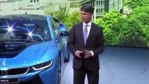 Harald Kruger, l'un des dirigeant de la Firme BMW se casse la figure lors du Motor Show de francfort