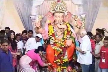 Shilpa Shetty Visits Andheri Cha Raja Ganpati pandal