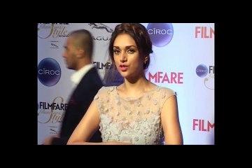Aditi Rao Hydari beautiful at the red carpet of Filmfare Glamour and Style Awards 2015