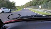 Accident terrible sur le circuit de Nürburgring. Une voiture s'envole et fait 3 tonneaux