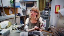 Lady born without fingers now makes beautiful jewelry worth thousands.