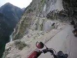 Le vertige en moto sur les hauts des montagnes