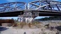 Sans corde de sécurité, il escalade un pont colossal!