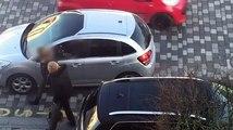 Ah les Parisiens ! Après une dispute, une femme raye une voiture dans un parking