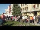 Tregtarët protestojnë kundër kasës fiskale në Elbasan, mbyllin bizneset