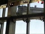 Suspendus au 91e étage, ces nettoyeurs de vitres ont dû avoir la peur de leur vie !