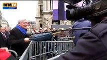 Bruno Gollnisch agresse les journalistes du Petit Journal lors du défilé du Front national du 1er mai