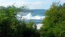 Impressionnant : un iceberg se brise et crée un tsunami