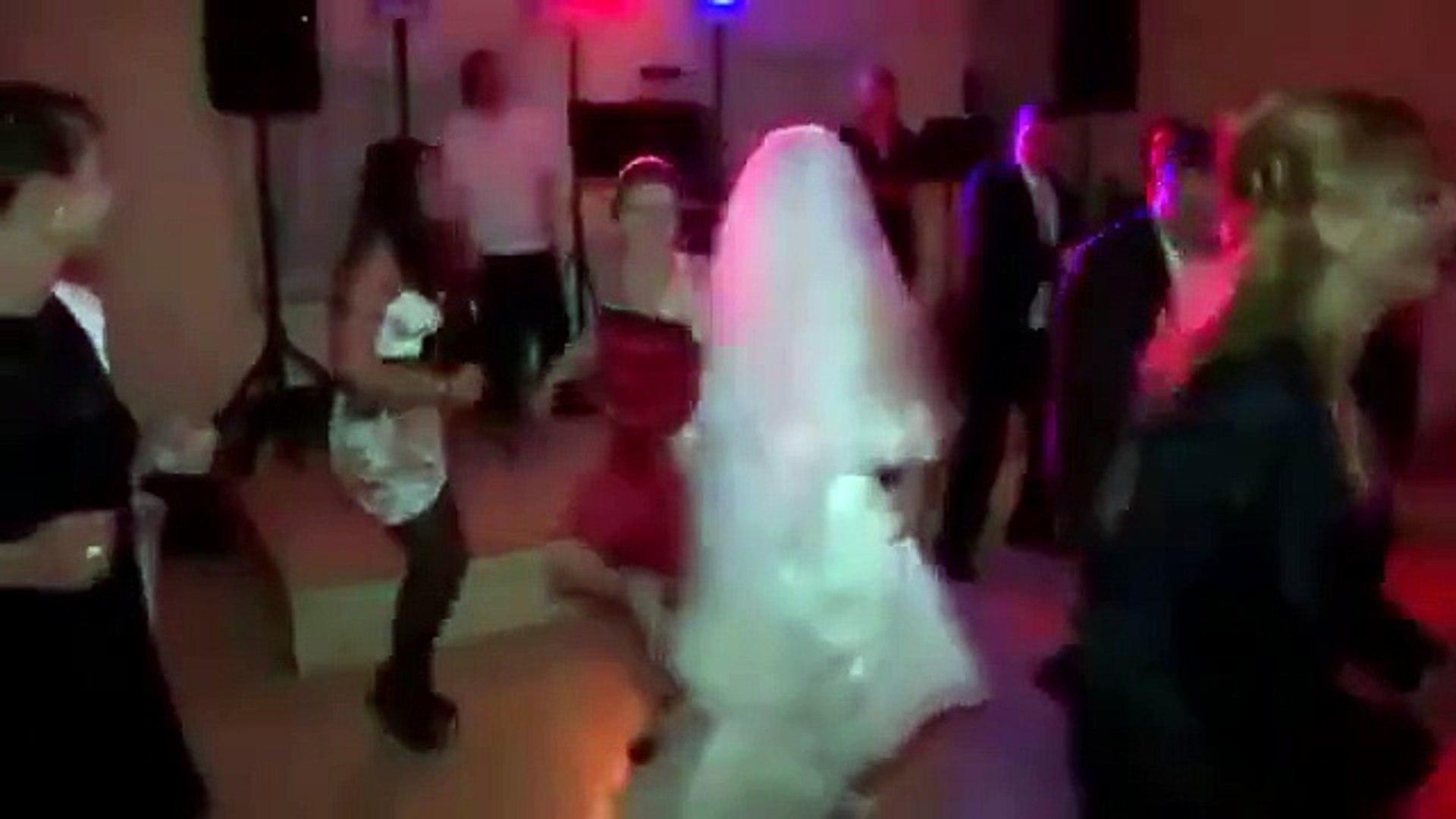 Cum sa NU dansezi la nunta!