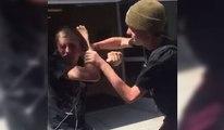 Une brute prend un KO après avoir frappé un aveugle