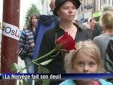 Norvège: des milliers de roses brandies en hommage aux victimes
