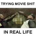 Essayer de faire les trucs vues dans les films mais dans la vraie vie.. Hilarant