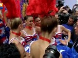 Hollande rencontre les danseuses du Moulin rouge à New York