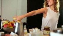 Lorie très sensuelle dans son dernier clip Les divas du dancing